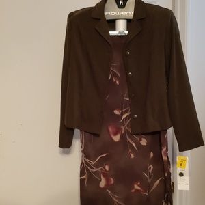 Just In Thyme Ltd 2 Piece Skirt Suit